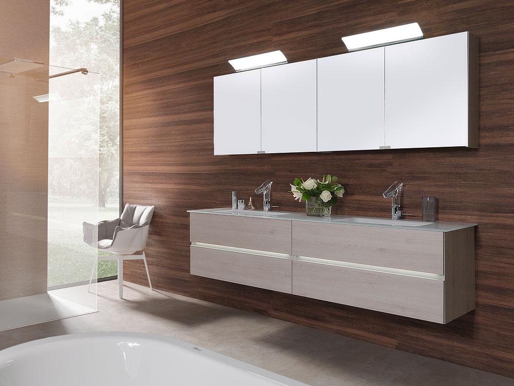 badm bel programm tiamo wechselspiel zwischen transparenten und geschlossenen fronten. Black Bedroom Furniture Sets. Home Design Ideas